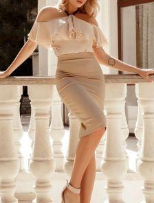 Узкая бежевая юбка длины миди с разрезом сзади