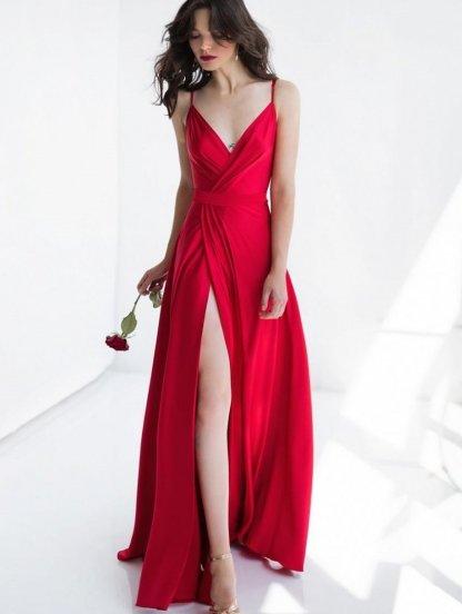 Нарядное длинное красное платье на вечер на тонких бретелях, фото 1