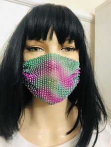 Нарядная светлая маска со стразами