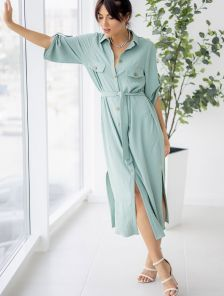 Летнее стильное платье-рубашка фисташкового цвета миди длины