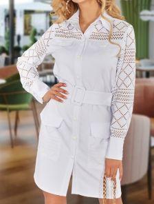 Белое платье-рубашка с поясом и карманами