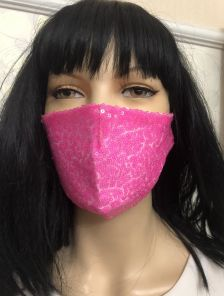 Ярко-розовая маска с паетками