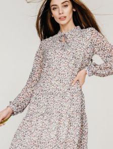 Летнее светлое платье с абстрактным разноцветным принтом