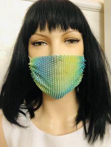 Нарядная светлая маска с камушками