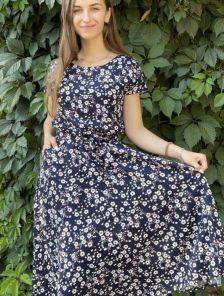 Летнее штапельное синее платье с цветочным принтом