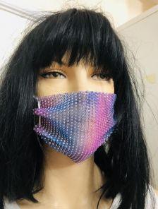 Фиолетовая маска с камушками