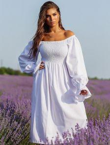 Летнее белое льняное платье с открытыми плечами