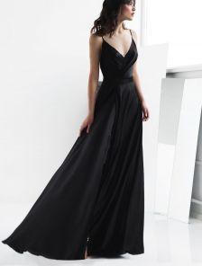 Вечернее черное длинное платье на тонких бретелях