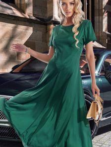 Длинное шелковое платье зеленого цвета