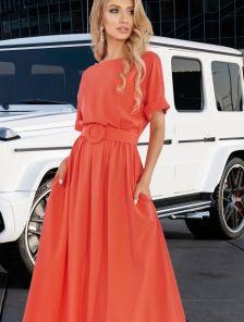 Летнее платье макси-длины с поясом кораллового цвета