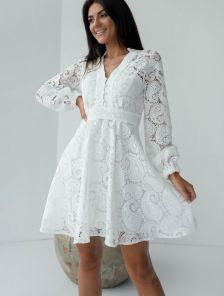 Летнее белое короткое кружевное платье с длинным рукавом