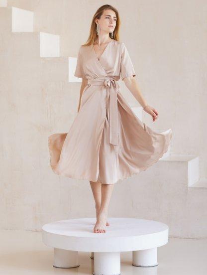 Шелковое однотонное легкое платье миди на короткий рукав и с юбкой-клеш, фото 1