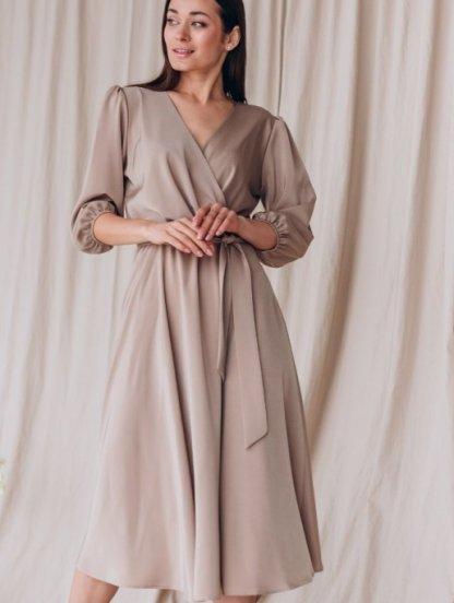 Нарядное бежевое платье миди с запахом и рукавом 3/4, фото 1