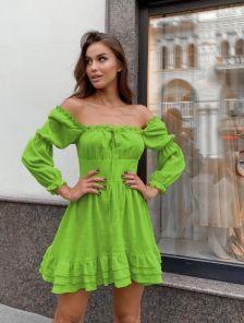 Летнее льняное зеленое платье-мини на длинный рукав с рюшами