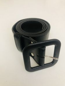 Черный пояс шириной 4 см с пряжкой в тон