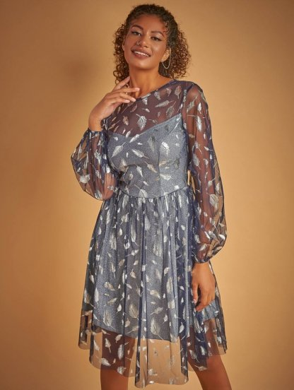Блестящее нарядное короткое серебристое платье к новому году, фото 1