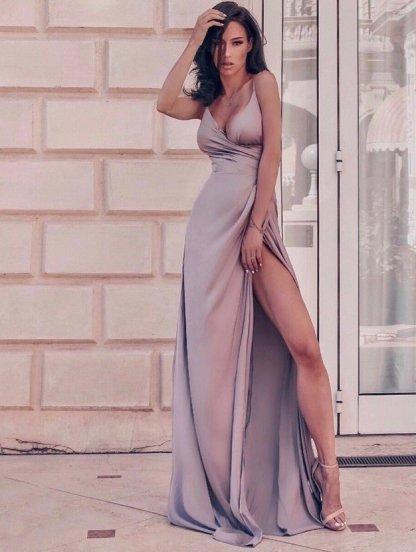 Длинное светлое вечернее платье с открытыми плечами, фото 1