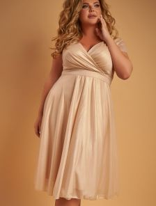Вечернее платье миди золотистого цвета большого размера под пояс