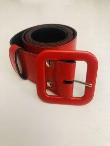 Красный пояс шириной 4 см с пряжкой в тон