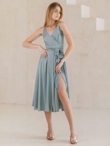 Оливковое легкое платье миди на бретелях