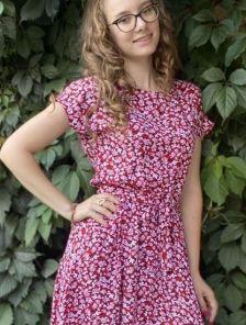 Летнее красное штапельное платье с цветочным принтом