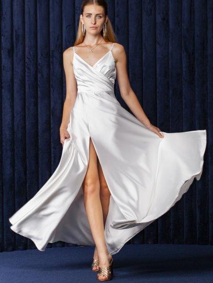Молочное длинное платье на бретелях и ассиметричным разрезом на бедре, фото 1