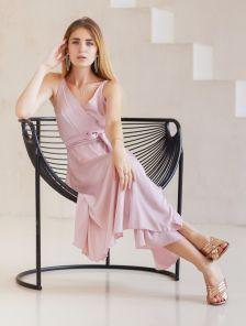 Пудровое легкое платье миди на бретелях