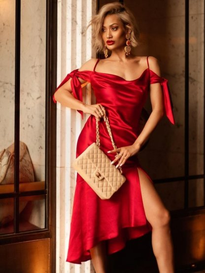 Красное шелковое платье з разрезом, фото 1
