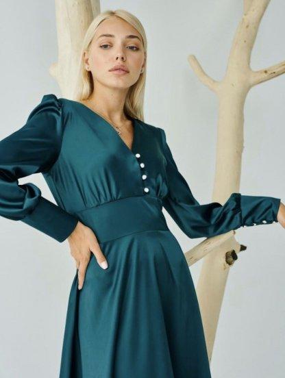 Блестящее атласное платье миди длины изумрудного цвета, фото 1