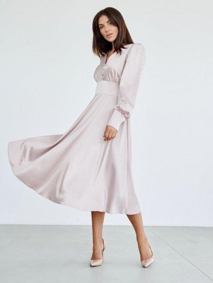 Блестящее атласное платье миди длины пудрового цвета, фото 1