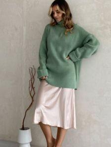 Теплый вязаный стильный свитер мятного цвета с горловиной
