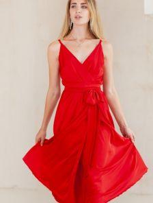 Красное легкое платье на тонких бретелях для выпускного
