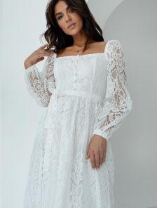 Белое кружевное платье с кружевным вырезом и на длинный рукав