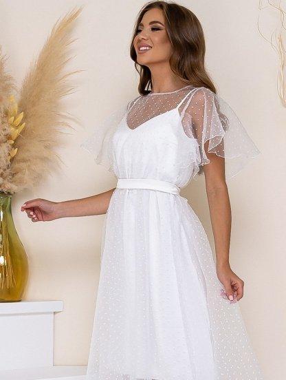 Белое нарядное платье миди на тонких бретелях и накидкой сеткой, фото 1