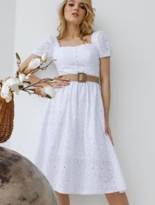 Летнее, белое, ажурное платье , с коротким рукавом и фактурным поясом