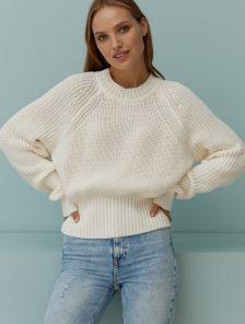 Белый вязаный теплый свитер с объемным рукавом
