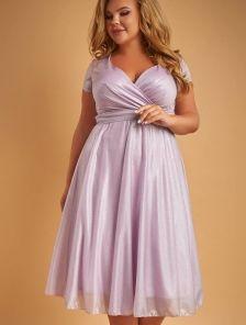 Блестящее платье длины миди лилового цвета с коротким рукавом