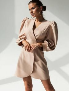 Бежевое нарядное платье с длинным рукавом
