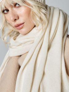 Теплый молочный шарф