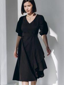 Черное классическое платье с воланом