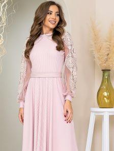 Розовое платье миди длины