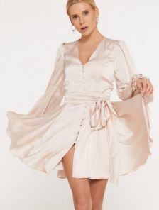 Шелковое нарядное короткое золотое платье с длинным рукавом