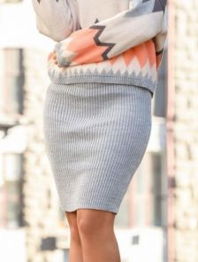 Вязанная светло-серая юбка карандаш
