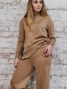 Женский теплый шерстяной костюм с удобными брюками