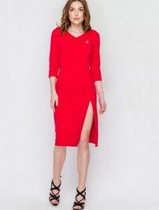 Красное теплое приталенное платье с рукавом ¾ и с разрезом