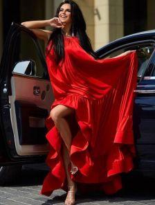 Невероятно женственный летний сарафан красного цвета
