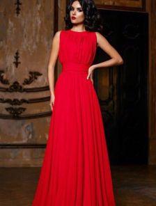 Обворожительное длинное платье насыщенного красного цвета