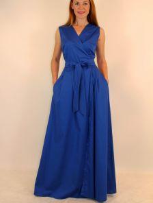 Эффектное платье на запах в синем цвете