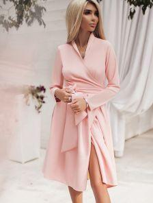 Обворожительно платье на запах розового цвета