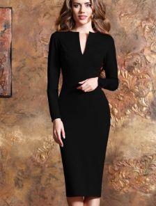 Черное приталеное  платье-миди с длинным рукавом и вырезом